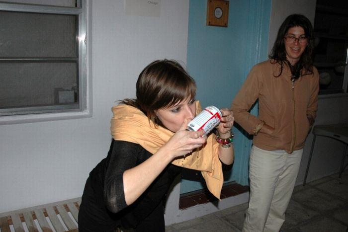 Girls Shotgunning Beers (59 pics)
