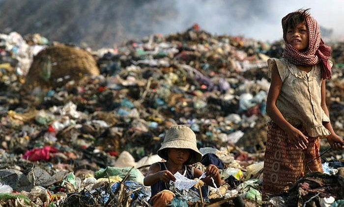 Living at a Dump in Phnom Penh (96 pics)