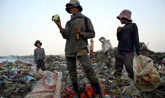 Living at a Dump in Phnom Penh (96 pics)