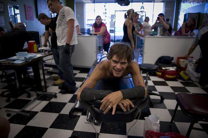 Man Gets Pierced 1,091 Times (17 pics)