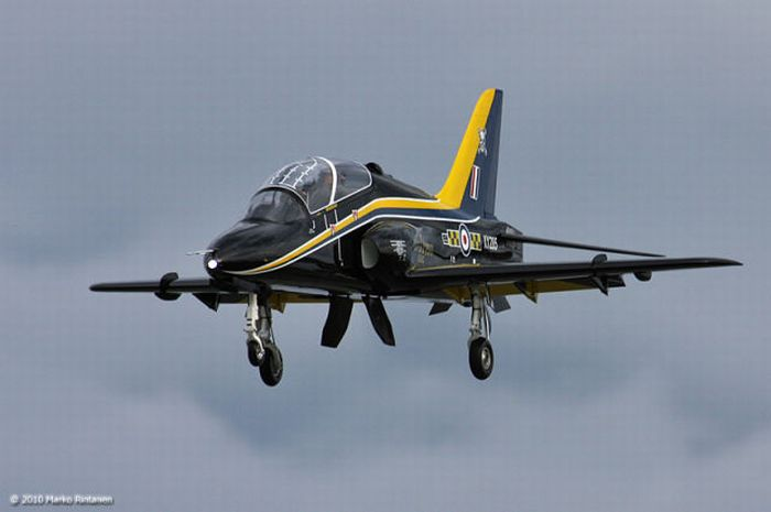 Show Flight of BAE Hawk (28 pics)