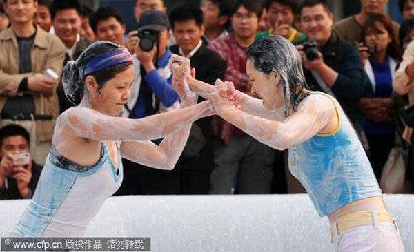 World Bikini Mud Wrestling 2010 (11 pics)