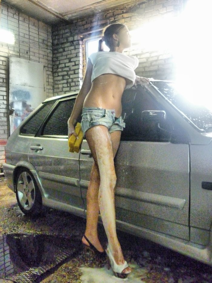 Sexy Car Wash Girl (8 pics)