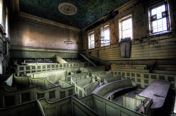 Urban Decay Photography (50 pics)