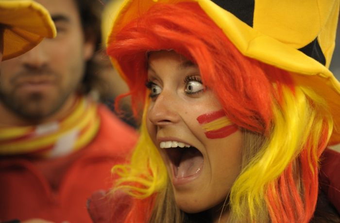 Fans Watching World Cup (28 pics)