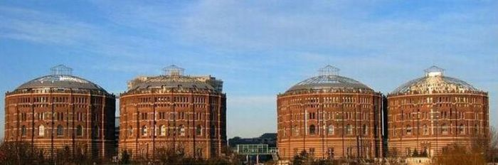 Living Spaces Inside Old Gasometers (59 pics)