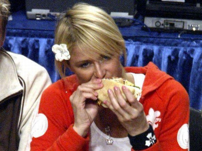 Celebrities Eating (49 pics)