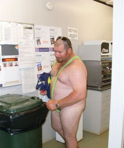 He Lost a Bet at Work (6 pics)