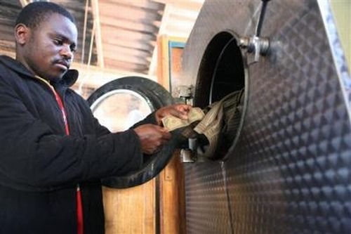 Money Laundering. Zimbabwean Style (5 pics)