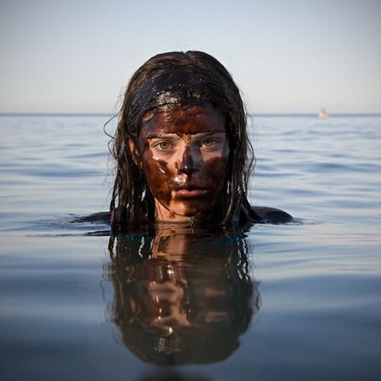 Swimming in Oil (15 pics)