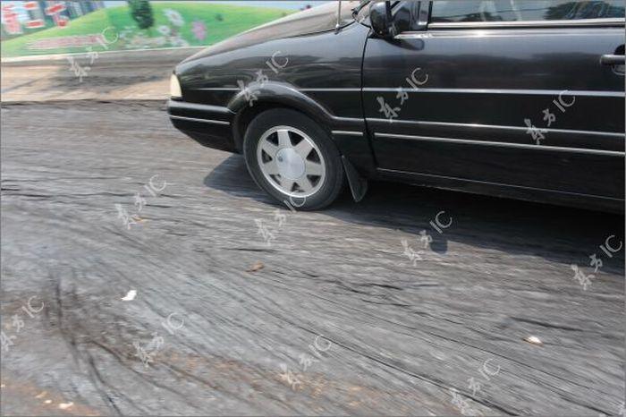 Melted Asphalt Paralyzes Traffic in Zhengzhou (11 pics)