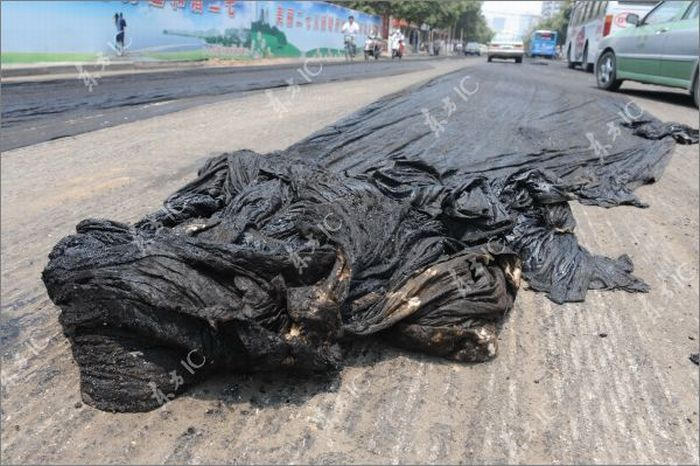 Melted Asphalt Paralyzes Traffic in Zhengzhou (11 pics)