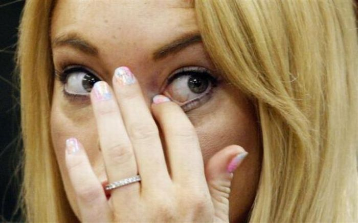 Crazy Behavior of Lindsay Lohan (8 pics)