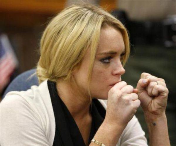 Crazy Behavior of Lindsay Lohan (8 pics)
