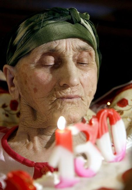 The Oldest Person in the World Turns 130 (14 pics)