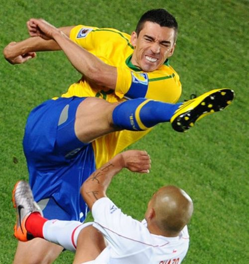 The Funniest Soccer Moments (25 pics)
