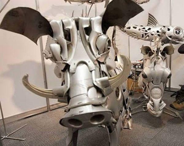 Hubcap Sculptures (10 pics)
