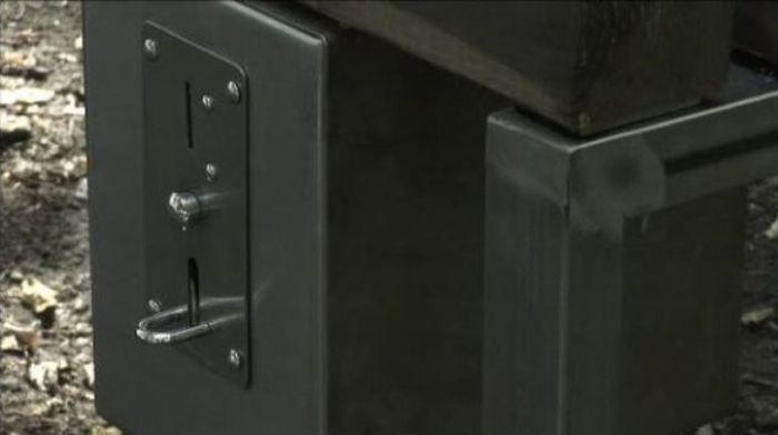 Private Bench (13 pics)