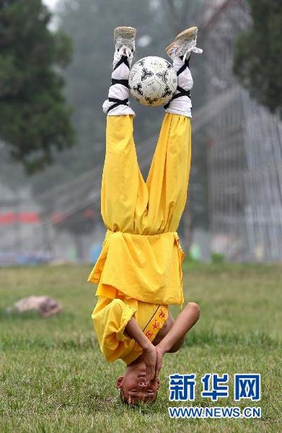 Shaolin Soccer in Real Life (9 pics)