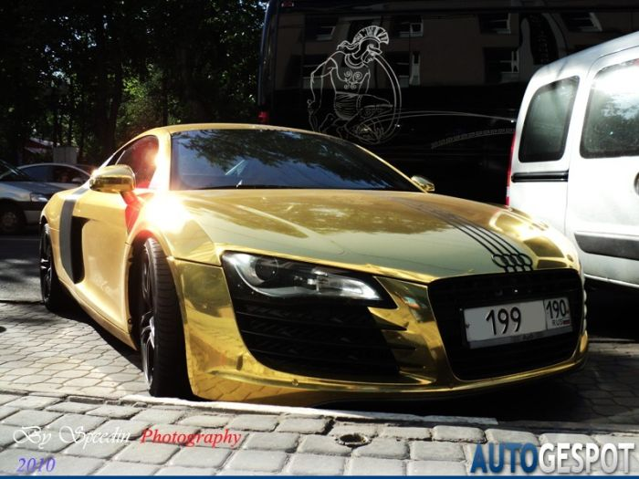 Golden Audi R8 From Russia (4 pics)