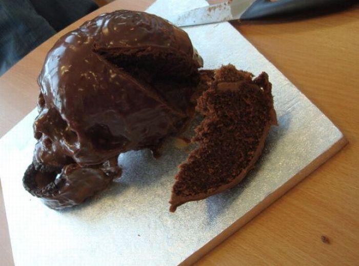 Gothic Birthday Cake (11 pics)