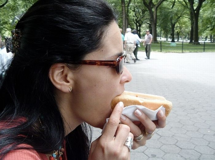 Girls Eating Hot Dogs 78 Pics-2556