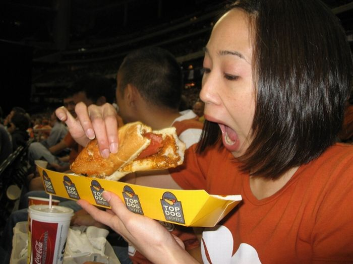 Girls Eating Hot Dogs 78 Pics-5279