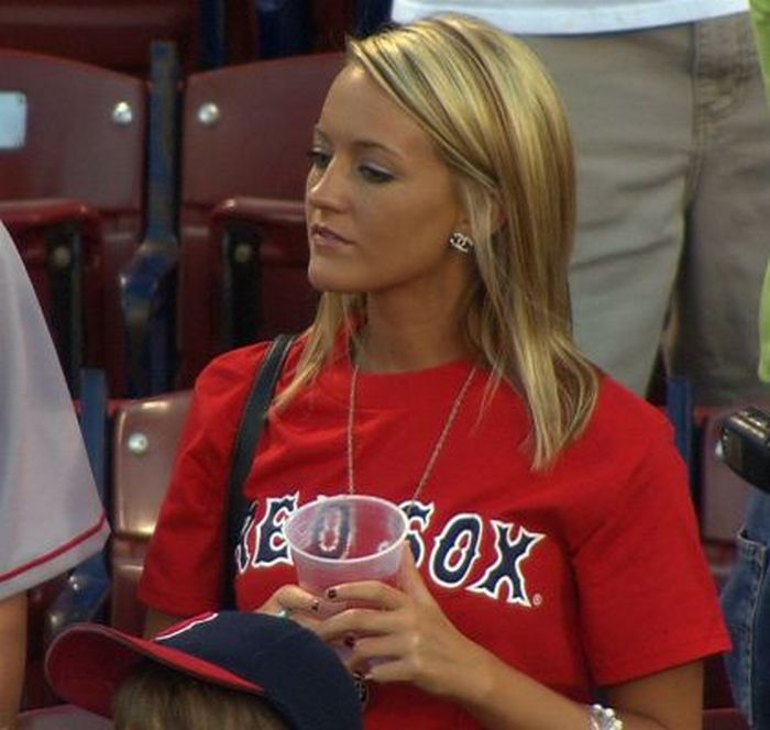 Sexy Red Sox Fans (41 pics)