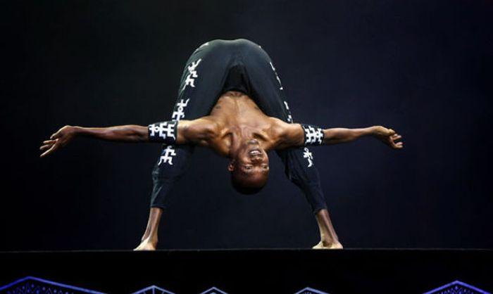 Stunning Yoga Positions (23 pics)