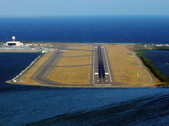 Amazing Aerial View of Airport Runways (52 pics)