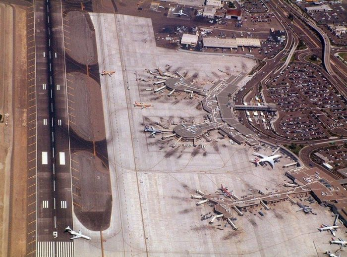 Amazing Aerial View of Airport Runways (52 pics)