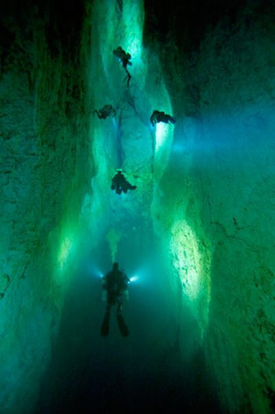 Amazing Caves of the Bahamas (23 pics)