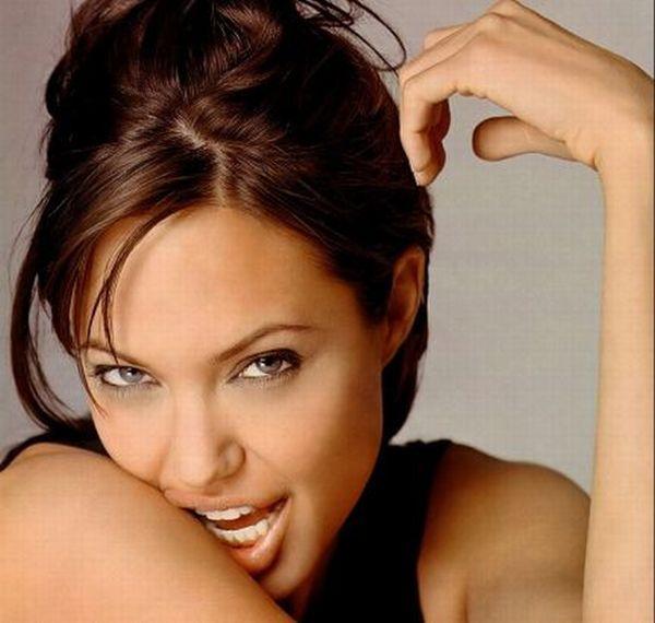 Angelina Jolie's Aging Timeline  (27 pics)