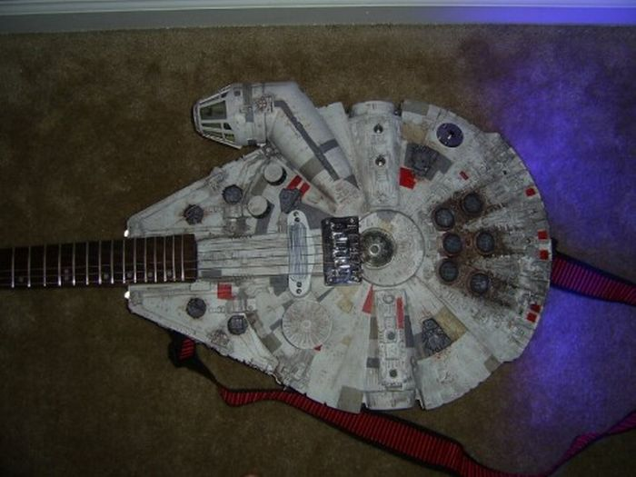 Star Wars-Themed Electric Guitar (5 pics)
