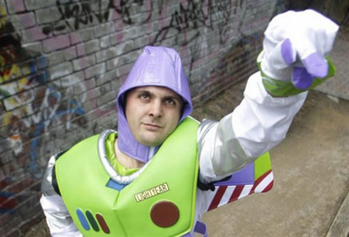 A Toy Story Fan Changes His Name to Buzz Lightyear (4 pics)