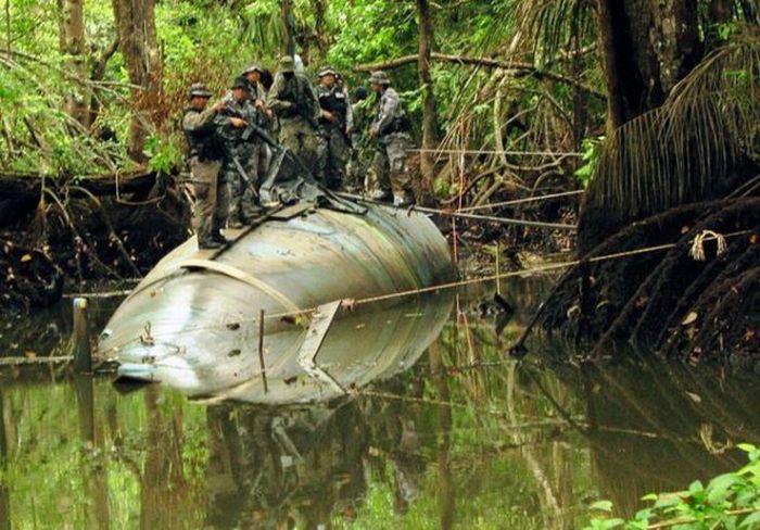 Cocaine-Smuggling Submarine (8 pics)