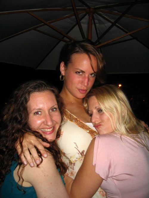 Motorboating Girls (110 pics)
