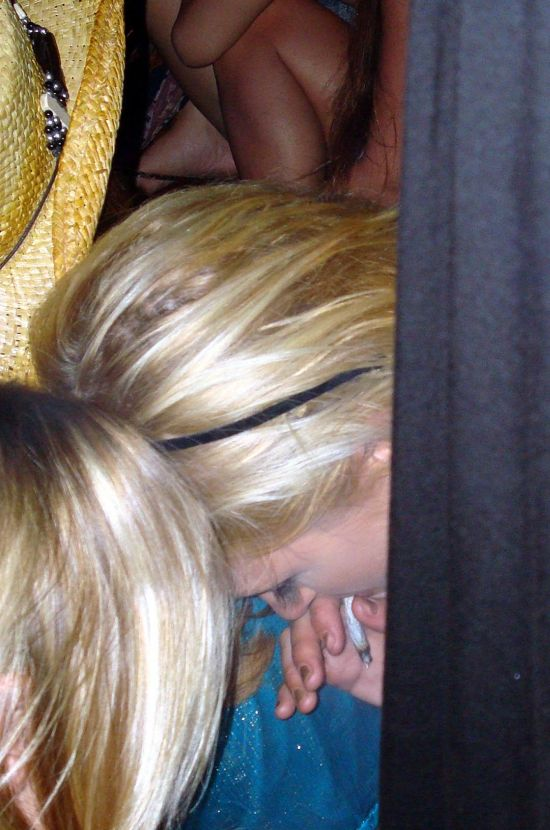 Paris Hilton Smoking a Joint (4 pics)