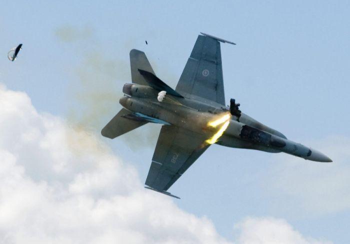 Fighter Jet Crash (4 pics)