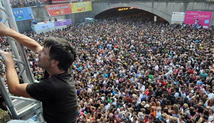 Panic at German Music Festival (17 pics)