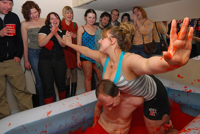 Lucha de chicas en gelatina y agua