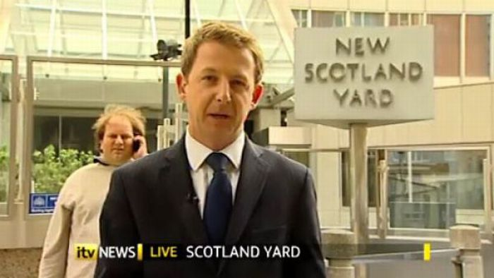 Funny Guy From British TV (25 pics)