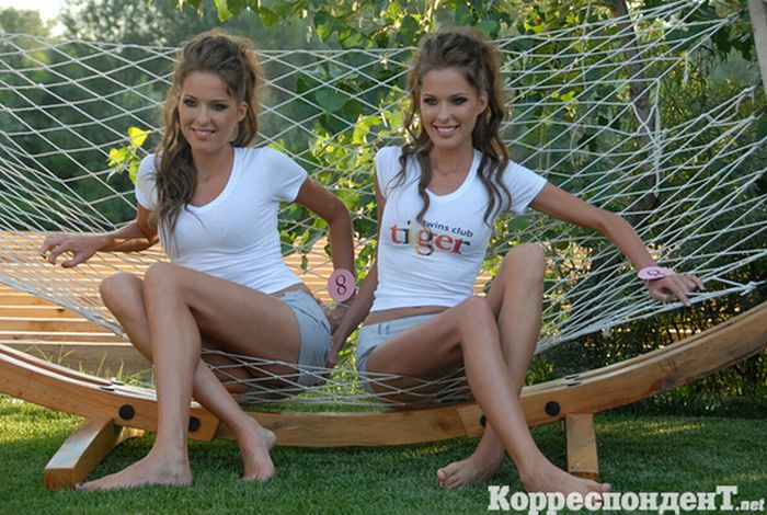 Twins Beauty Pageant (32 pics)