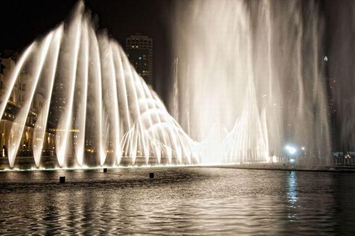 Amazing Water Fountain of Burj Dubai Lake (20 pics + 1 video)