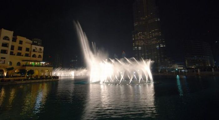 Amazing Water Fountain of Burj Dubai Lake (20 pics + 1 video)
