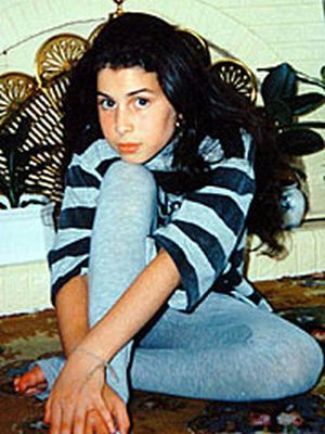 Amy Winehouse Aging Timeline (16 pics)