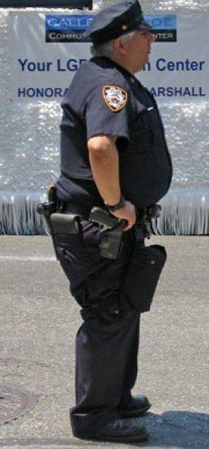 Толстой тетки в полицейской форме
