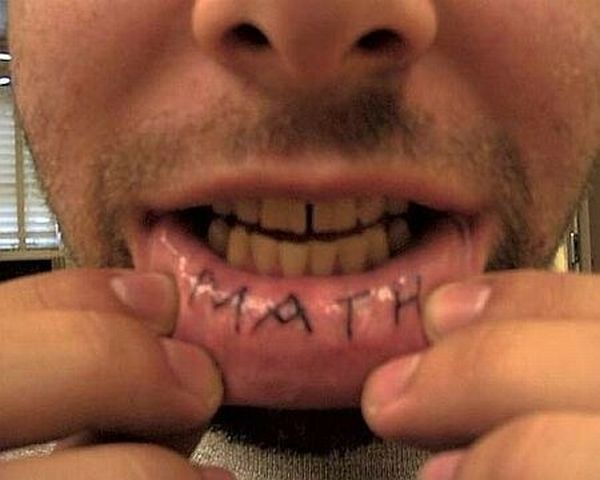 The Worst Lip Tattoos (10 pics)