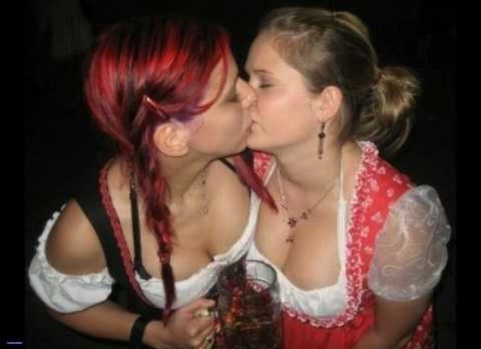 Hot Oktoberfest Lederhosen Babes (45 pics)