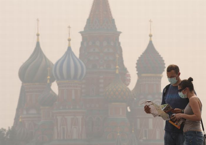 Moscow Chokes in Intense Smog (28 pics)